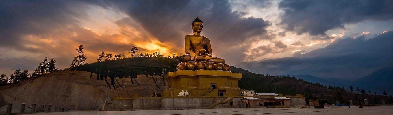 Kuensel Phodrang, nơi có tượng Phật cao hơn 50m, toạ lạc trên một ngọn đồi, từ đây du khách có thể ngắm nhìn toàn cảnh thủ đô Thimphu.