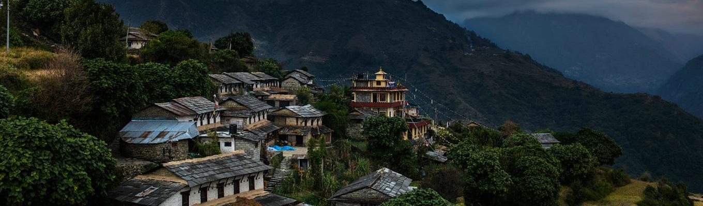 Làng Ghandruk xinh xắn, yên bình, là một khu định cư lớn của người Gurung, nơi đây quý khách có thể ngắm Annapurna South, Gangapurna, Machhapuchhre, Annapurna III, Hiunchuli...cũng như dạo quanh làng và giao lưu với người dân bản địa.