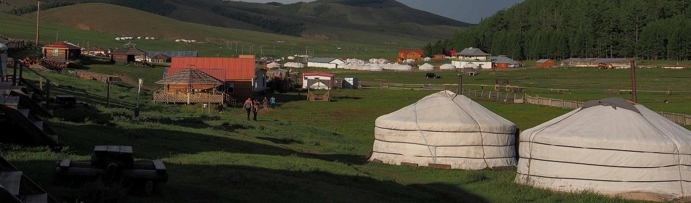 Làng Tsagaannur – thuộc tỉnh Khuvsgol, đây là địa điểm để quý khách bắt đầu cho hành trình cưỡi ngựa xuyên rừng Taiga đi lên phía Bắc và tham quan bộ lạc tuần lộc Tsaatan.