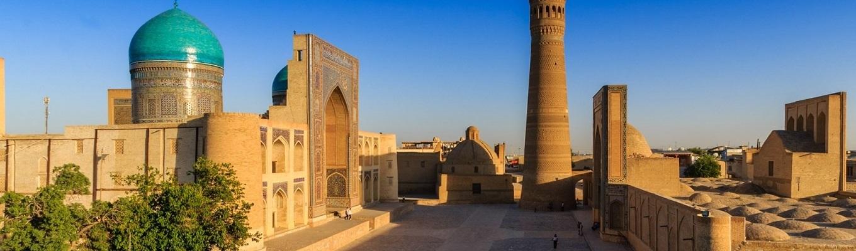 Arab Mohammed Khan Madrassah là công trình kiến trúc lâu đời nhất tại Khiva, nằm ngay trung tâm Itchan Kala.
