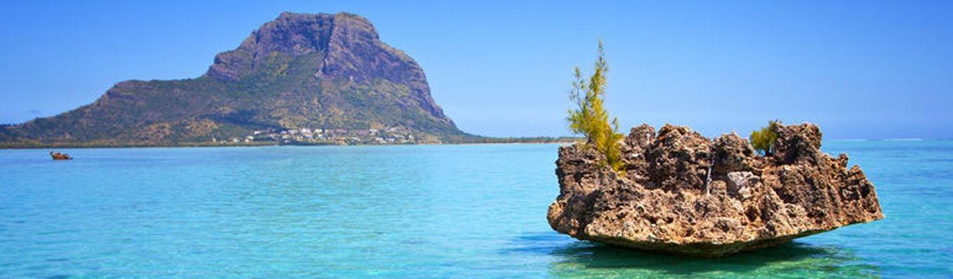 Crystal Rock, nơi du khách sẽ có tầm nhìn ngoạn mục ra núi Rempart, dãy núi Black River và của dãy núi Le Morne tráng lệ.