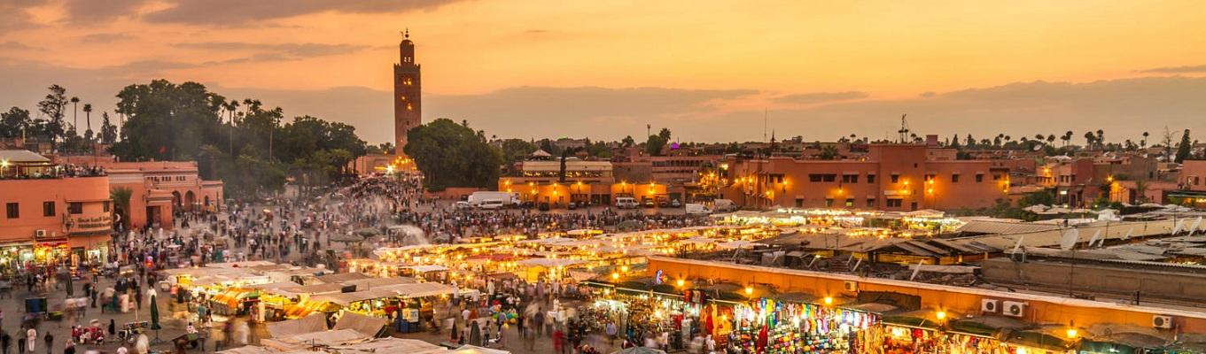 Marrakech - Một trong những địa điểm hấp dẫn nhất trên thế giới với những tòa nhà bằng đá sa thạch, những con đường bụi bặm và những tòa nhà cao chật hẹp chống lại bầu trời xanh thẳm