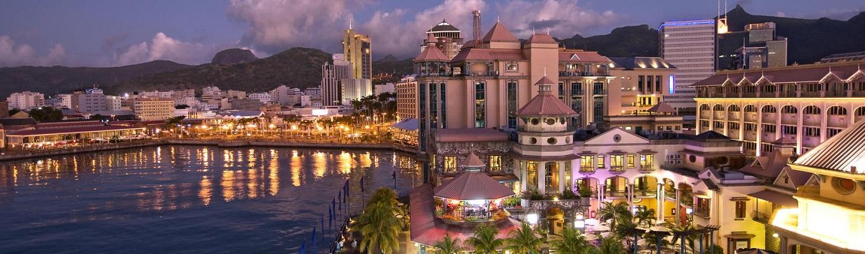 Port Louis, thành phố thủ đô Mauritius được thành lập năm 1735 bởi thống đốc Pháp và là người tiên phong Bertrand-François Mahé de Bourdonnais. Nằm trên bờ biển Tây Bắc, Port Louis là thủ phủ hành chính và kinh doanh của hòn đảo này