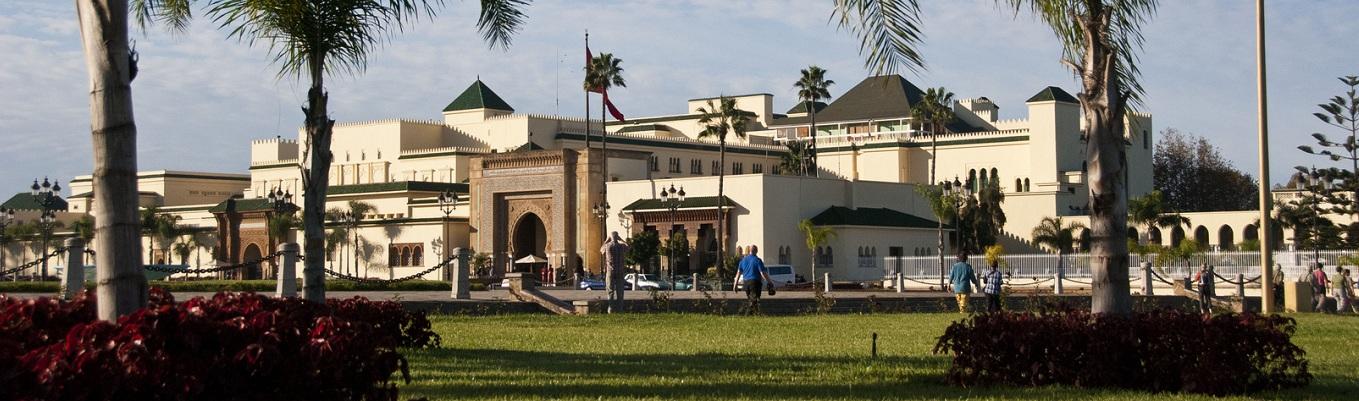 Cung điện hoàng gia Dar El-Makhzen với 7 cánh cửa đồng và được trang trí đầy màu sắc