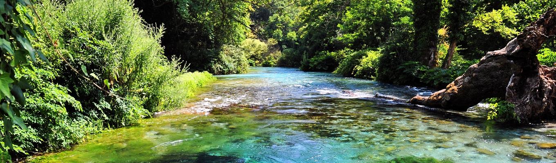 Kỳ quan thiên nhiên Blue Eyes: quý khách có thể thỏa mãn nhãn của mình với với khung cảnh đẹp tuyệt mỹ của những dòng nước trong vắt, nhìn được tận xuống đáy hồ. Khung cảnh thiên nhiên hòa quyện với màu xanh của cây rừng tạo nên một bức tranh tuyệt đẹp.