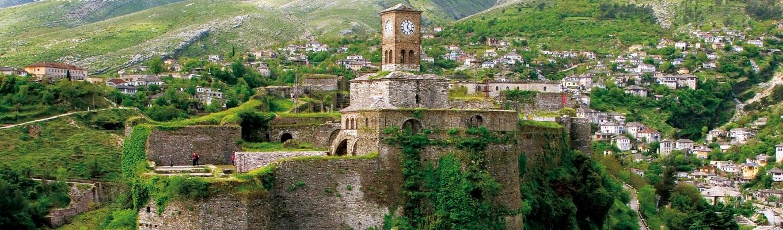 Lâu đài Gjirokastër nằm ở độ cao 336m, nơi đây là tòa thành cổ, di tích lịch sử của người dân xưa kia.