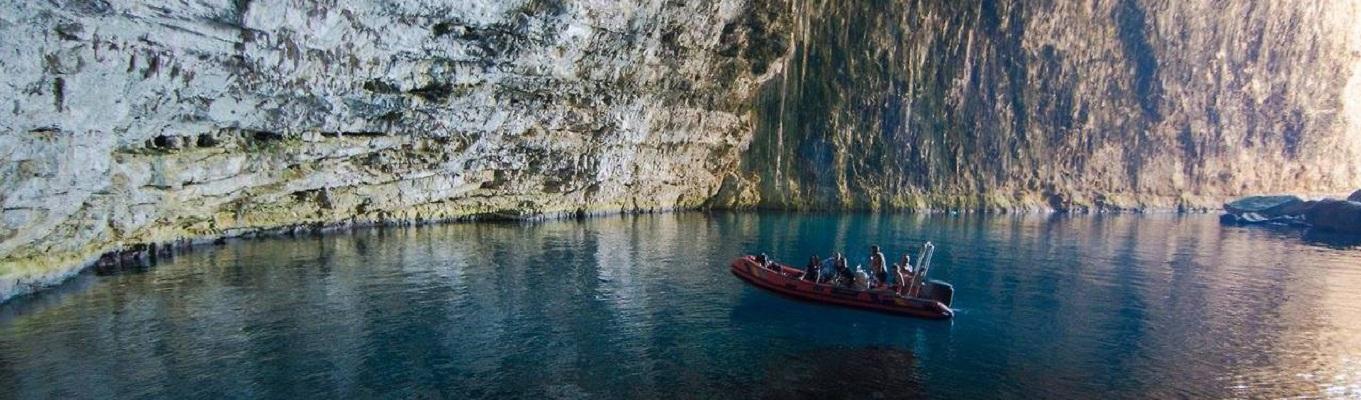 Haxhi Aliu Caves - nằm trên bán đảo Karaburun. Đây là hang động lớn nhất của bờ biển Albanian được tạo nên bởi các vách đá vôi tuyệt đẹp.
