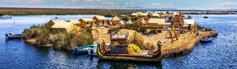 """Hồ Titicaca, còn gọi với cái tên hết sức lãng mạn: """"Nước mắt thần Mặt trời"""" - Theo truyền thuyết, do thần Mặt trời thương nhớ người con đã mất, khóc lóc đêm ngày khiến nước mắt đọng lại thành hồ Titicaca."""