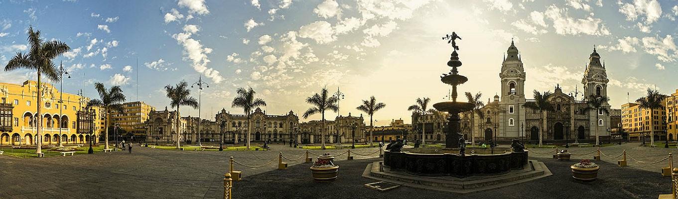 Plaza Mayor là một trong những điểm du lịch chính của Lima. Xung quanh quảng trường là những toàn nhà mang đậm giá trị văn hóa và lịch sử của thành phố như: Tòa nhà chính phủ, Tòa Đô Chánh, Cung điện Tổng Giám Mục Lima, Nhà thờ Chánh tòa Lima...
