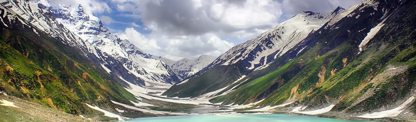 """Trên thế giới có rất nhiều cảnh đẹp khiến du khách ao ước quay lại lần nữa trong đời, thung lũng Naran là một trong những nơi đó. Thung lũng có vẻ đẹp tuyệt với và khó có thể so sánh được với bất kỳ nơi đâu, rất nhiều du khách sau khi đến đây đã dùng 2 từ """" huyền diệu"""" để diễn tả về nó."""