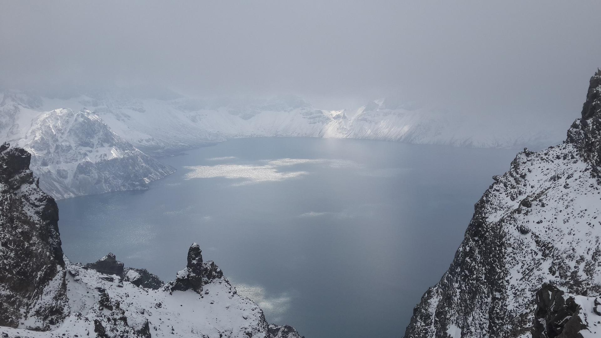 winter-tianchi-lake