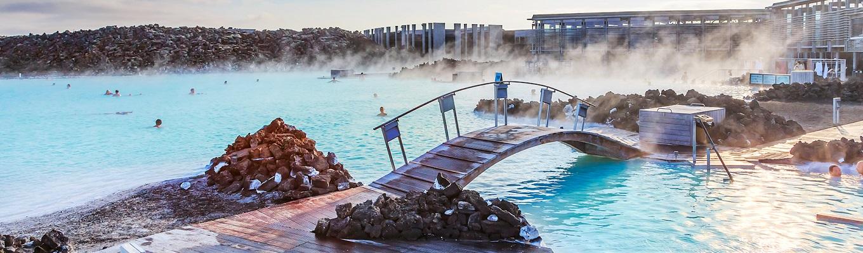 Hồ Lam Tích (Blue Lagoon), nơi quý khách được chiêm ngưỡng và thư giãn trong khu spa tuyệt đẹp tựa như thiên đường, đắm mình trong làn nước nóng tự nhiên, đặc sản của hòn đảo Iceland.