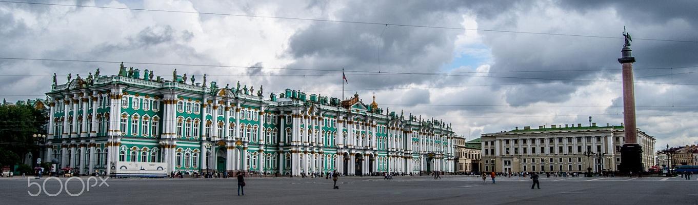 Cung điện Mùa đông, địa điểm nổi tiếng bậc nhất nước Nga cũng như thành phố St.Petersburg.