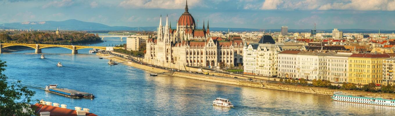 Sông Danube – một trong những đầm lầy lớn nhất của châu Âu. Không chỉ các nhà thám hiểm sinh học, các chuyên gia sinh thái mà còn cả những du khách yêu thích cuộc sống du lịch tự nhiên cũng đều bị nơi đây mê hoặc bởi vẻ đẹp nguyên sơ, trù phú của nơi đây.