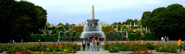 Công viên Frogner - công viên lớn nhất của Oslo, nơi công trình Vigelandsparken nổi tiếng thế giới tọa lạc. Công viên này có 200 đài phun nước lớn nhỏ và các tác phẩm điêu khắc nghệ thuật tuyệt đẹp do nghệ sĩ Gustav Vigeland thực hiện.iên lớn nhất của Oslo, nơi công trình Vigelandsparken nổi tiếng thế giới tọa lạc. Công viên này có 200 đài phun nước lớn nhỏ và các tác phẩm điêu khắc nghệ thuật tuyệt đẹp do nghệ sĩ Gustav Vigeland thực hiện.