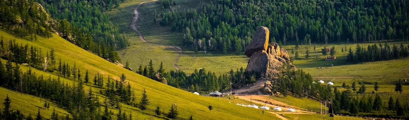 Công viên quốc gia Terelj là một địa điểm khám phá thiên nhiên và cắm trại nổi tiếng tại Mông Cổ, thu hút nhiều lượt khách du lịch trong và ngoài nước mỗi năm.