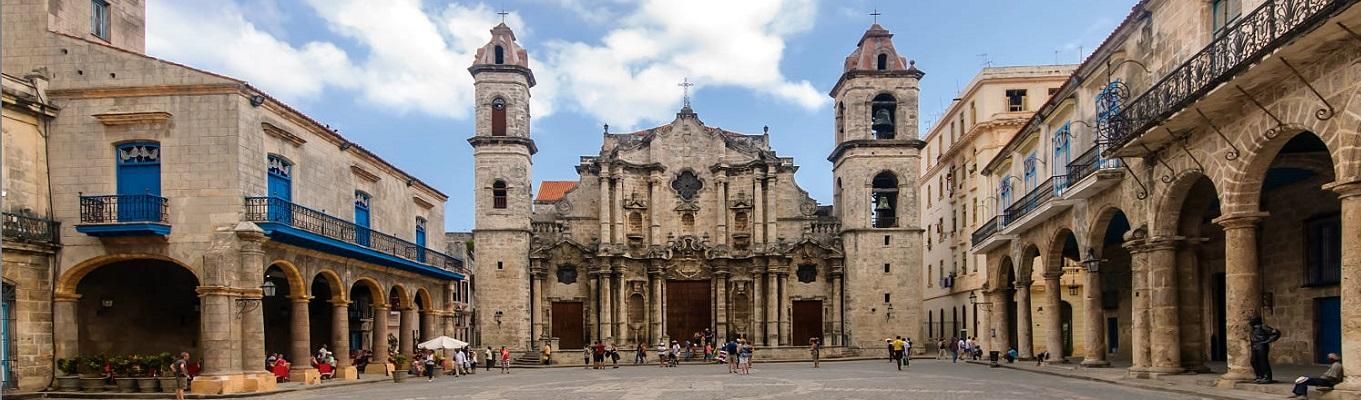 Khu phố cổ Havana, còn được gọi là trung tâm lịch sử của Havana, một trong những khu phố tiêu biểu và nổi bậc nhất vùng Caribê, được Unesco công nhận là di sản thế giới năm 1982, được bảo tồn rất tốt.