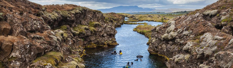 Công viên quốc gia Pingvellir với vết nứt nổi tiếng nằm giữa 2 mảng lục địa Bắc Mỹ và Á Âu, đó chính là thung lũng Silfra. Là khu vực có tầm quan trọng về địa chất, lịch sử, văn hóa, đồng thời cũng là khu vực du lịch nổi tiếng tại Iceland,  Unesco đã công nhận Vườn quốc gia là Di sản văn hóa thế giới năm 2004.