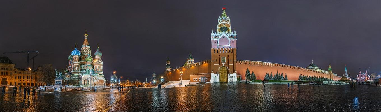 Quảng Trường Đỏ - quảng trường nổi tiếng nhất của Nga được UNESCO công nhận là Di sản thế giới năm 1991. Mỗi công trình trong quảng trường Đỏ đều gắn liền với lịch sử cùa nước Nga. Quảng trường là nơi diễn ra lễ đăng quang của các Sa Hoàng trong quá khứ và các nghi lễ quan trọng của chính quyền Nga.
