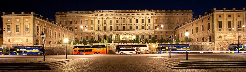 Cung điện Hoàng gia Stockholm, tại đây du khách có thể khám phá các hội trường yến tiệc, tham quan các tác phẩm nghệ thuật của thế kỷ 18 và xem nghi lễ đổi gác tại nơi ở và làm việc của hoàng gia Thụy Điển.
