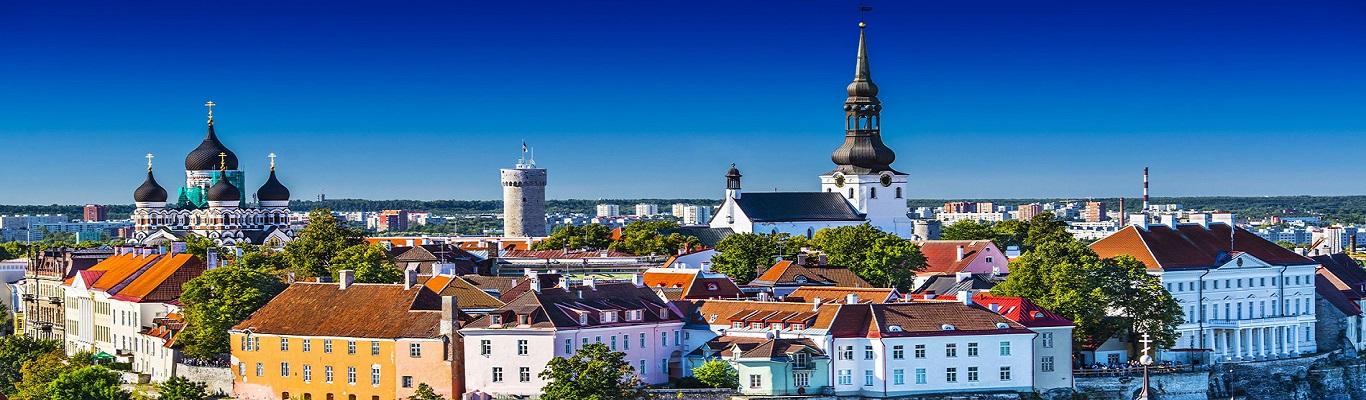 Tallinn, thủ đô của Estonia tọa lạc bên bờ biển Baltic với những điểm đến như Toà Thị chính, Đồi Lâu đài, Nhà thờ Chính tòa, đặc biệt là Thành Lũy Tallinn.