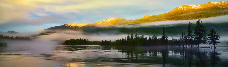 Hồ Kanas hay còn gọi là Thuỵ Sĩ của Phương Đông, là một trong năm hồ đẹp nhất của Trung Quốc, nổi tiếng vì khung cảnh vừa hoang dã, bí ẩn lại phủ đầy huyền thoại với những đỉnh núi quanh năm có tuyết bao phủ và những cánh rừng nguyên sinh xung quanh.