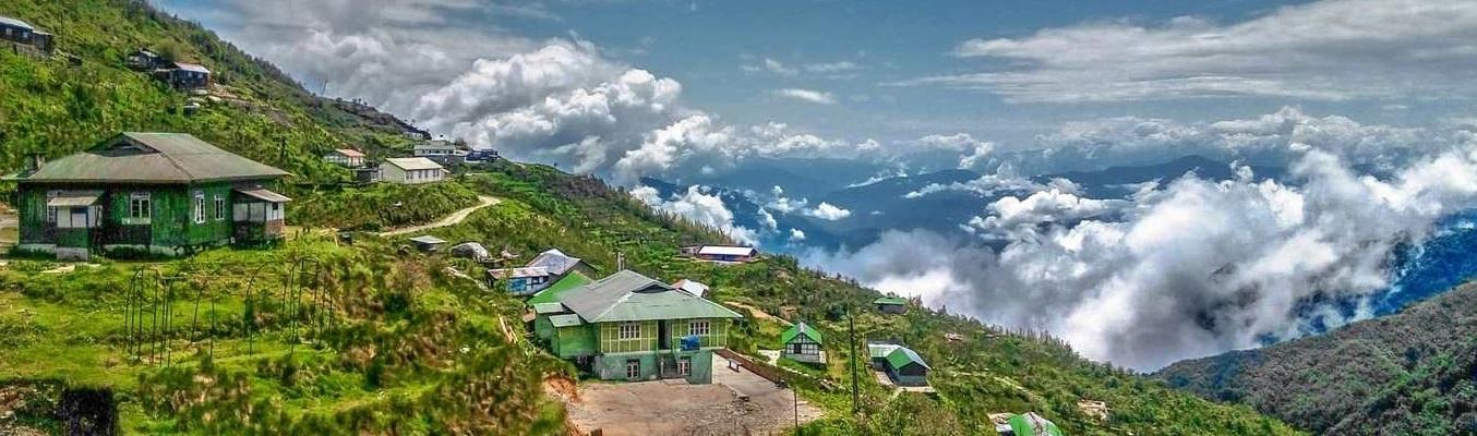 Darjeeling là một thành phố thuộc bang Tây Bengal của Ấn Độ. Nó nằm trên dãy Mahabharata (còn gọi là dãy Tiểu Himalaya) ở độ cao 2.043m. Nó nổi danh nhờ nền công nghiệp trà, góc nhìn lên núi Kangchenjunga (núi cao thứ ba thế giới), và tuyến đường sắt Himalaya Darjeeling, một di sản thế giới UNESCO.