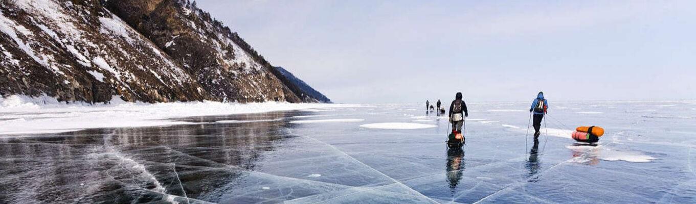 Trải nghiệm cắm trại trên mặt băng hồ Baikal.