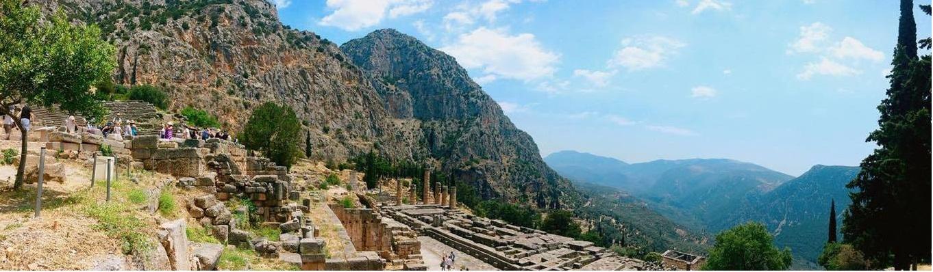 Delphi là điểm đến được nhắc đến rất nhiều trong thần thoại Hy Lạp, những ai có lòng đam mê nền văn minh cổ xưa không thể bỏ qua Di chỉ khảo cổ này.