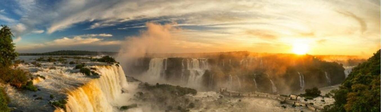 Nổi tiếng trên toàn thế giới, Iguazu là một trong những thác nước thiên nhiên hùng vĩ và cao ngoạn mục, được nhiều người viếng thăm nhiều nhất ở Nam Mỹ.