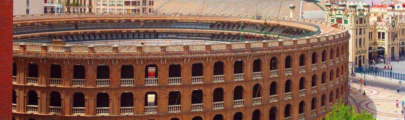 Đấu trường Toros de Valencia:một đấu trường bò tót nổi tiếng của thành phố Valencia, với thiết kế được lấy cảm hứng và ý tưởng từ đấu trường Colosseum ở Rome, Ý.