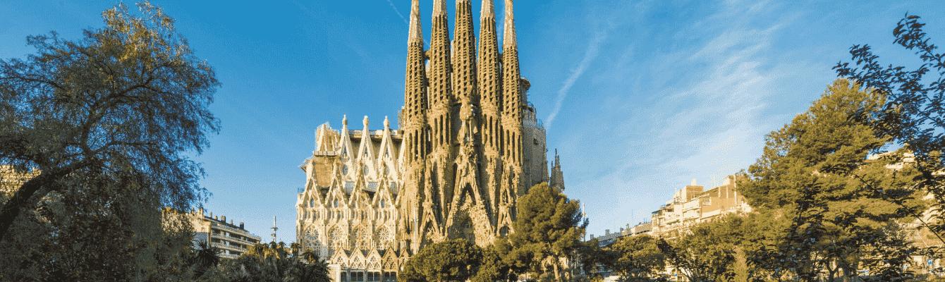 Vương Cung Thánh Đường làkiệt tác vĩ đại của kiến trúc sư Antoni Gaudi, trở thành một biểu tượng cho thành phố Barcelona và cả Tây Ban Nha.