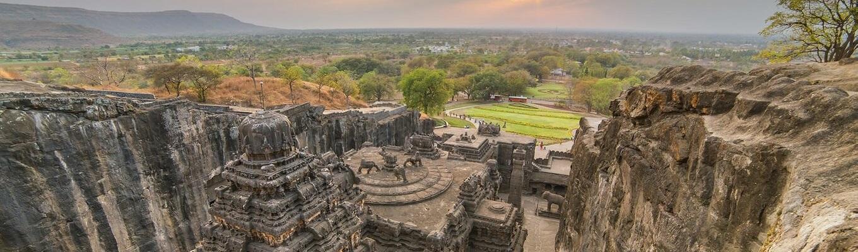 Quần thể gồm 12 hang động Phật giáo, 17 hang động Hindu và 5 hang động Jain. Nhưng có kiến trúc gần gũi với nhau như là minh chứng cho sự hoà hợp tôn giáo trong khoảng thời gian này ở Ấn Độ.