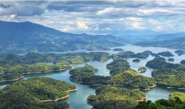 Tà Đùng tuyệt tác của núi rừng Tây Nguyên.