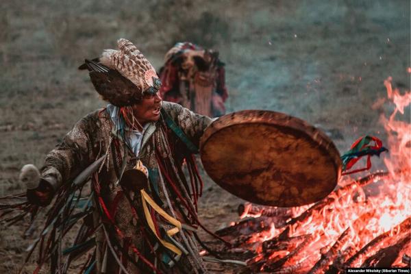 tín ngưỡng Shaman thể hiện qua nghi lễ