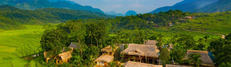 Pù Luông (Thanh Hóa) gây ấn tượng với du khách bằng vẻ đẹp hoang sơ của những khu rừng rậm nguyên sinh, những thửa ruộng bậc thang cùng với cuộc sống yên bình của đồng bào dân tộc miền núi.