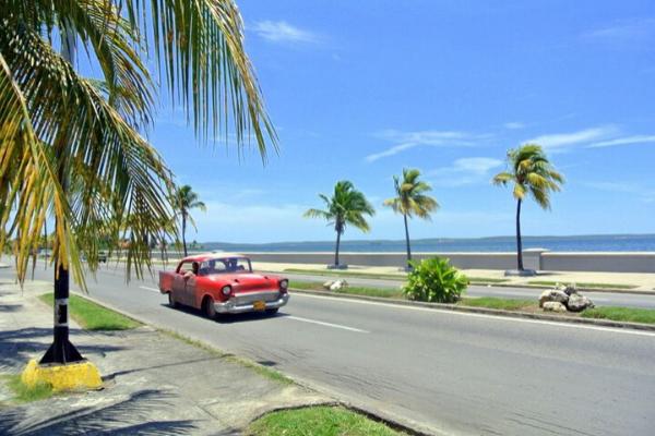 Bờ biển Cienfuegos Malecón khi du lịch Cuba