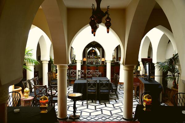 mọi chi tiết bên trong nhà hàng đều được bố trí rất đẹp mắt