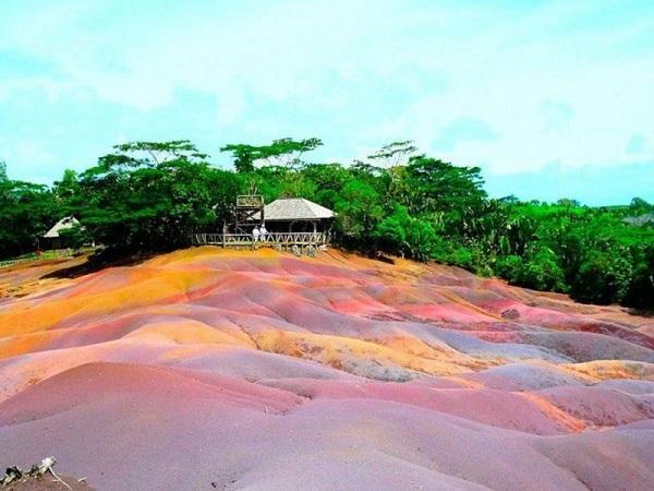 Bức tranh cầu vồng của dãy đất 7 màu.