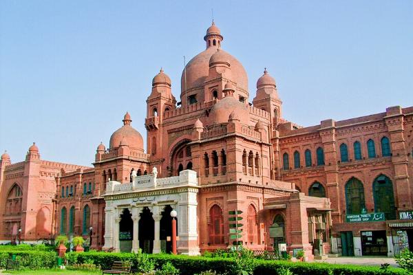 bảo tàng quốc gia Lahore khi du lịch Pakistan