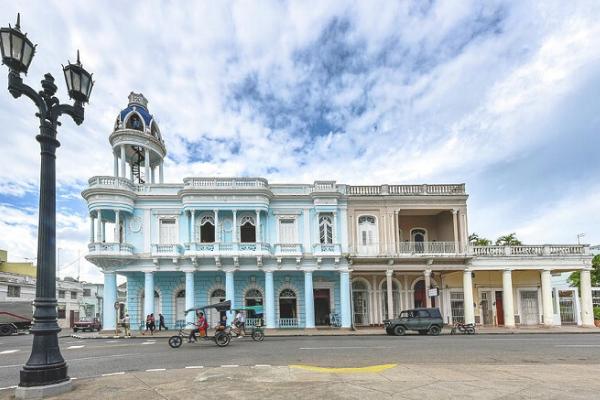cung điện Palacio Ferrer khi du lịch Cuba