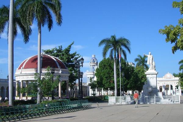 Công viên José Martí khi đến Cienfuegos
