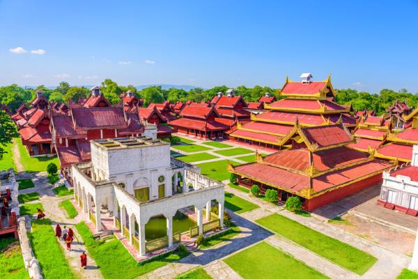Tất cả chi tiết trong cung điện Mandalay đều được mạ vàng vô cùng tinh tế.