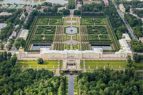 toàn cảnh cung điện mùa hè Peterhof