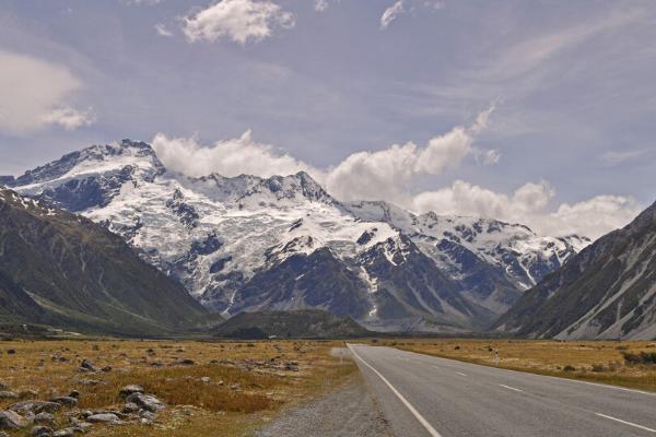 Những triền núi tuyết vừa hoang sơ vừa hùng vĩ.