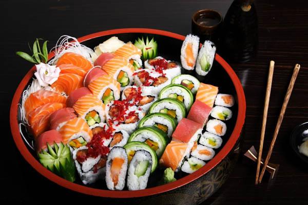 sushi chính là biểu tượng ẩm thực của Nhật Bản