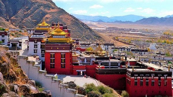 Kiến trúc đồ sộ của tu viện Tashilhunpo.
