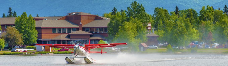 """Lake Hood – """"cảng thủy phi cơ"""" đặc biệt của Alaska. Dòng lịch sử đặc biệt của Lake Hood chính là quảng thời gian bán đảo Alaska chưa trở thành tiểu bang của Hoa Kỳ."""