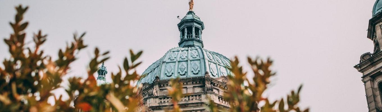 Tòa nhà Quốc hội là  nơi đặt cơ quan lập pháp của bang British Colombia. Công trình nổi bật với lối kiến trúc theo phong cách Baroque, tòa nhà mái vòm và các điêu khắc phức tạp..