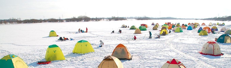 Câu cá trên mặt hồ Abashiri đóng băng, quý khách sẽ được hướng dẫn viên địa phương hướng dẫn những mẹo câu cá dưới lớp băng dày.